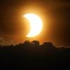 Podívejte se na úžasné fotografie zatmění Slunce سوف