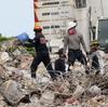 Pejabat Surfside: Kami Tidak Diberitahu tentang Kerusakan parah Sebelum Kondominium Runtuh