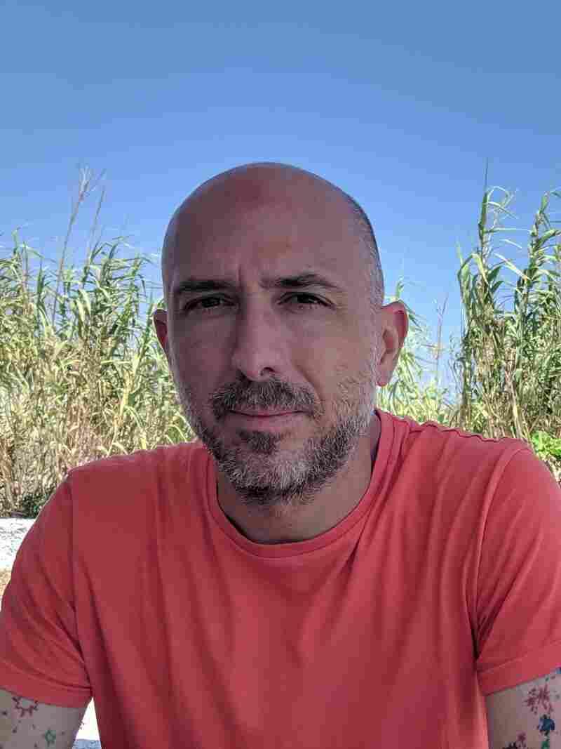 Miguel Macias headshot