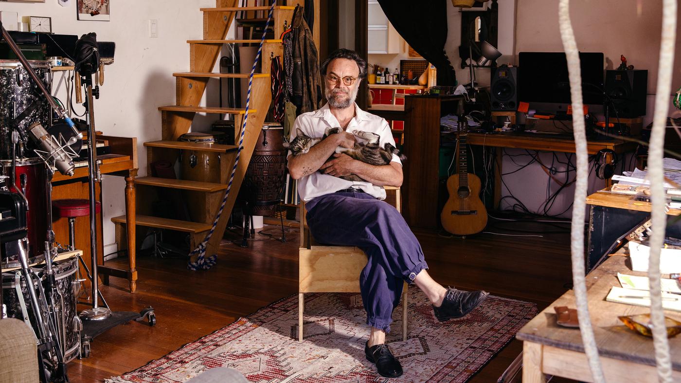 Rodrigo Amarante Throws a Musical Tantrum in Latest Album, 'Drama'