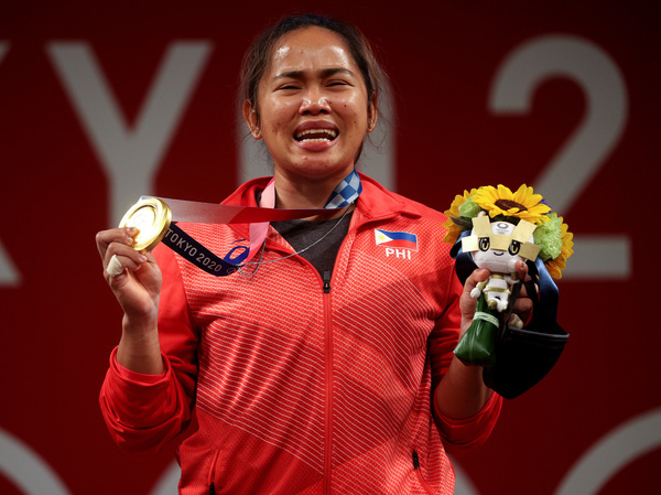 The Philippines' Hidilyn Diaz poses with her weightlifting gold medal.