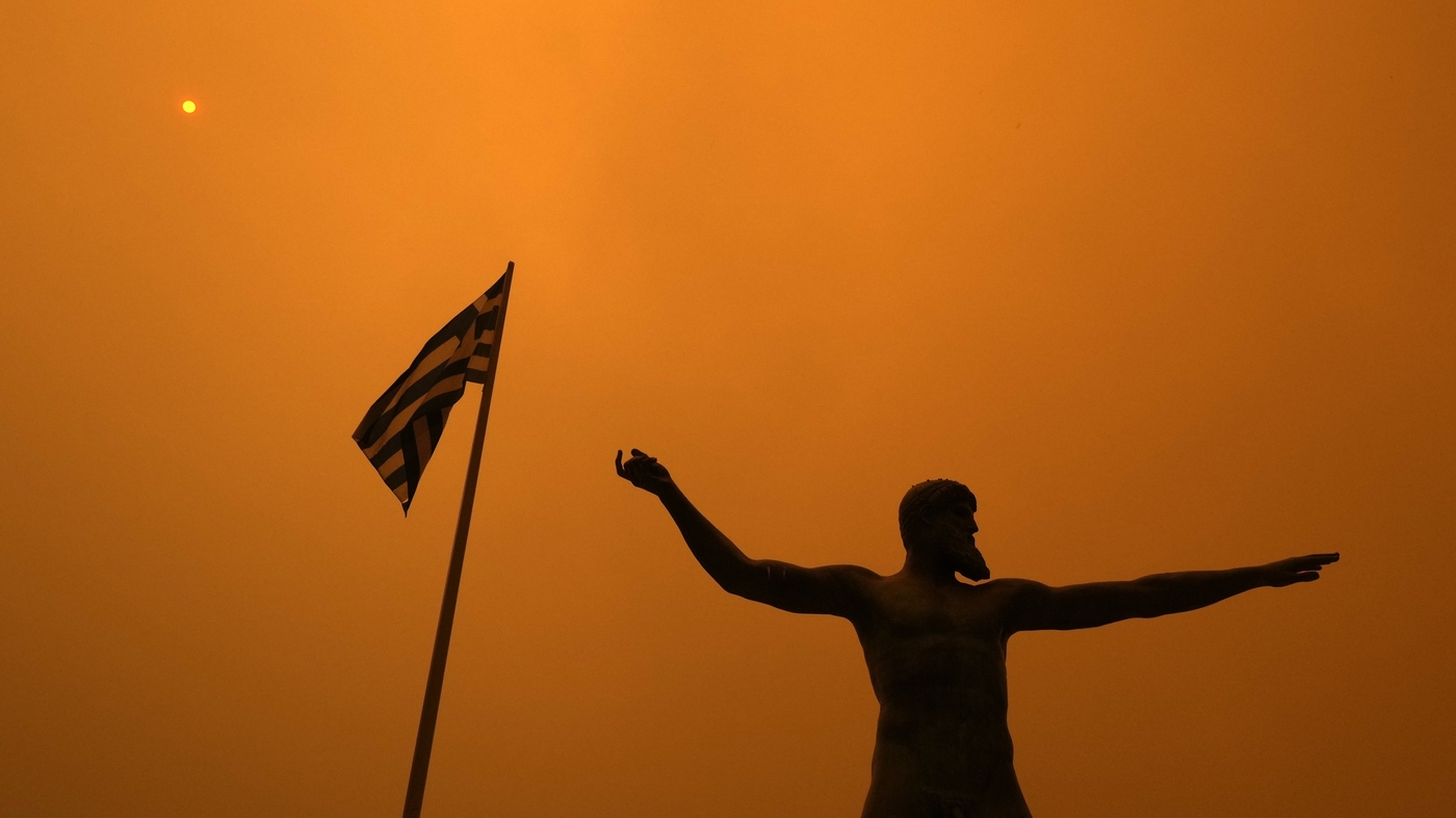 Thousands flee Greece fires: NPR