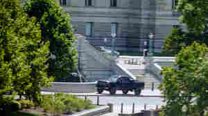 Man Who Claimed To Have A Bomb Near The U.S. Capitol Surrenders