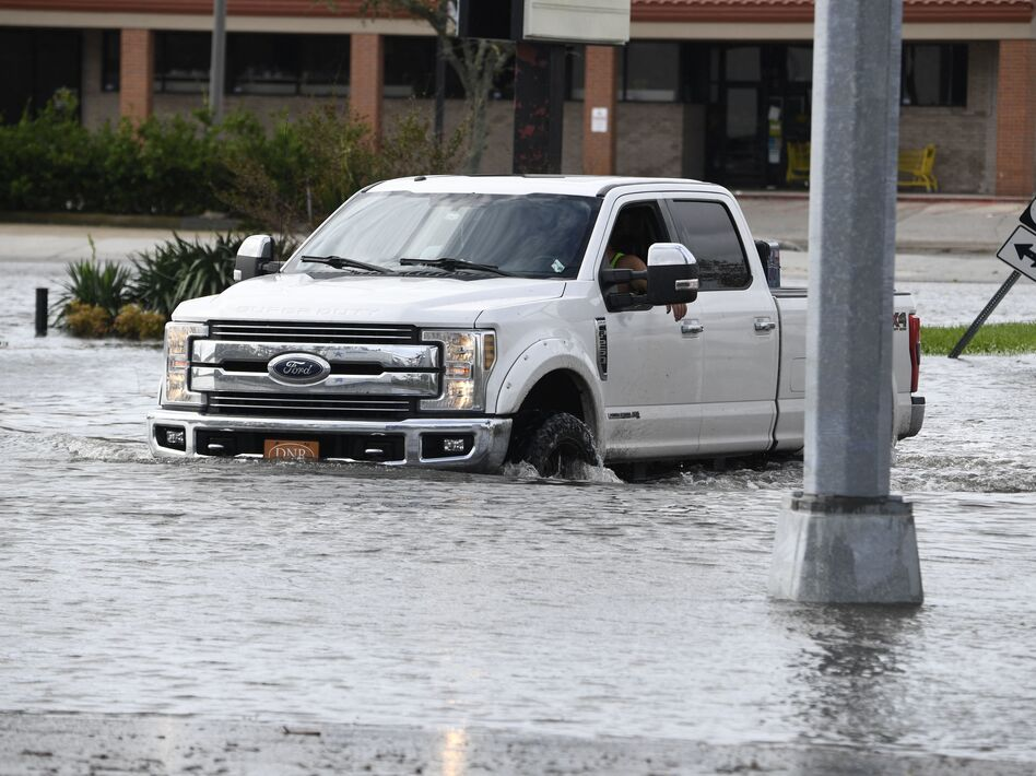 A truck in high water from Hurricane Ida near Highway 61 in Destrehan, Louisiana, on August 30, 2021. (PATRICK T. FALLON/AFP via Getty Images)