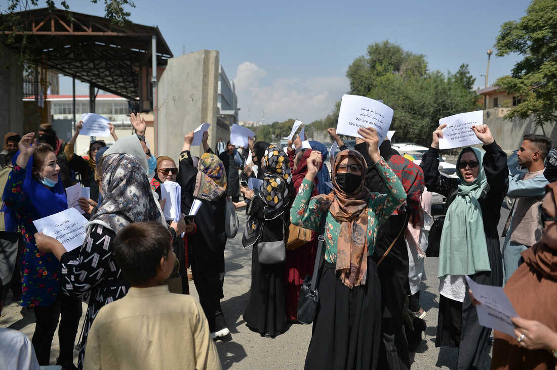 Photos: Afghan Women Are Protesting For Their Rights 4
