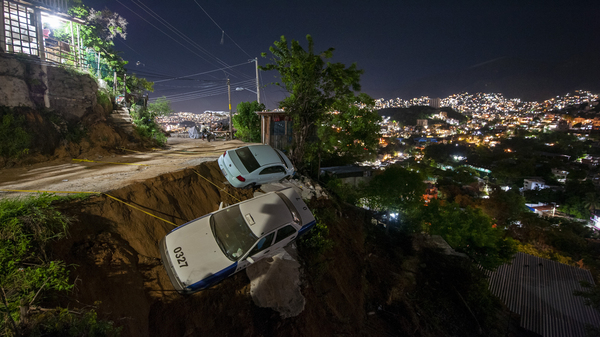 A magnitude 7.1 earthquake shook Acapulco, Mexico, on Wednesday. After the quake, Mexicans shared videos of bursts of blue lights spotting throughout the sky.
