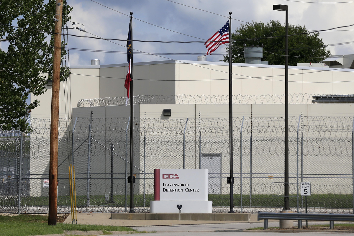 Struggling private detention center may house immigrant detainees: NPR