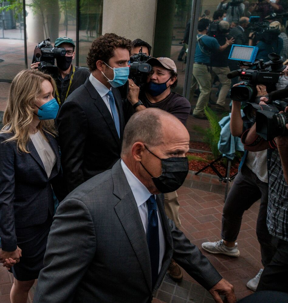 Bill Evans (center), the father of Billy Evans, Elizabeth Holmes' partner, accompanies Holmes into a federal courthouse in San Jose, Calif., for the start of her federal fraud trial. (Nick Otto/AFP via Getty Images)