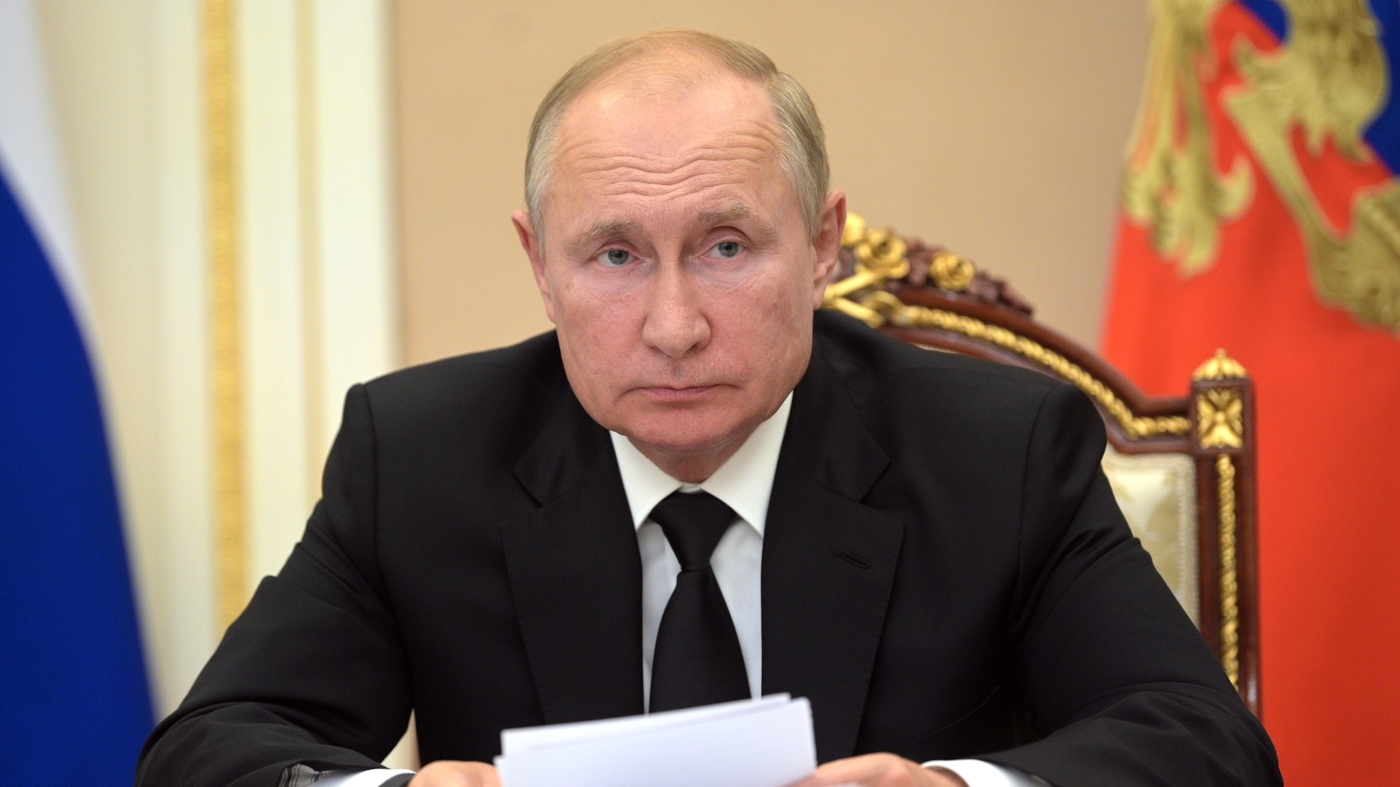 Russian President Putin Self-Isolates After Staffers Get COVID-19