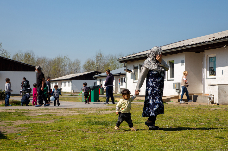 """Fifty barracks are available for accommodation in the Krnjaca asylum center in Serbia, just outside the capital Belgrade. Single men live in separate housing, while families stay together. For those who decide to return home, the International Organization for Migration offers a """"voluntary return and reintegration"""" program in the camp. (Elisa Oddone)"""