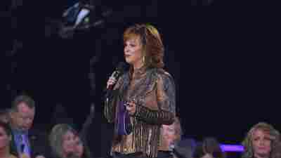 Reba McEntire Is Rescued By Emergency Workers After A Staircase Collapsed