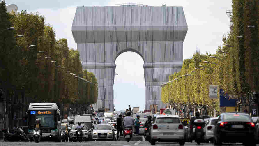 Here's Why The Arc De Triomphe Was Just Wrapped In Fabric