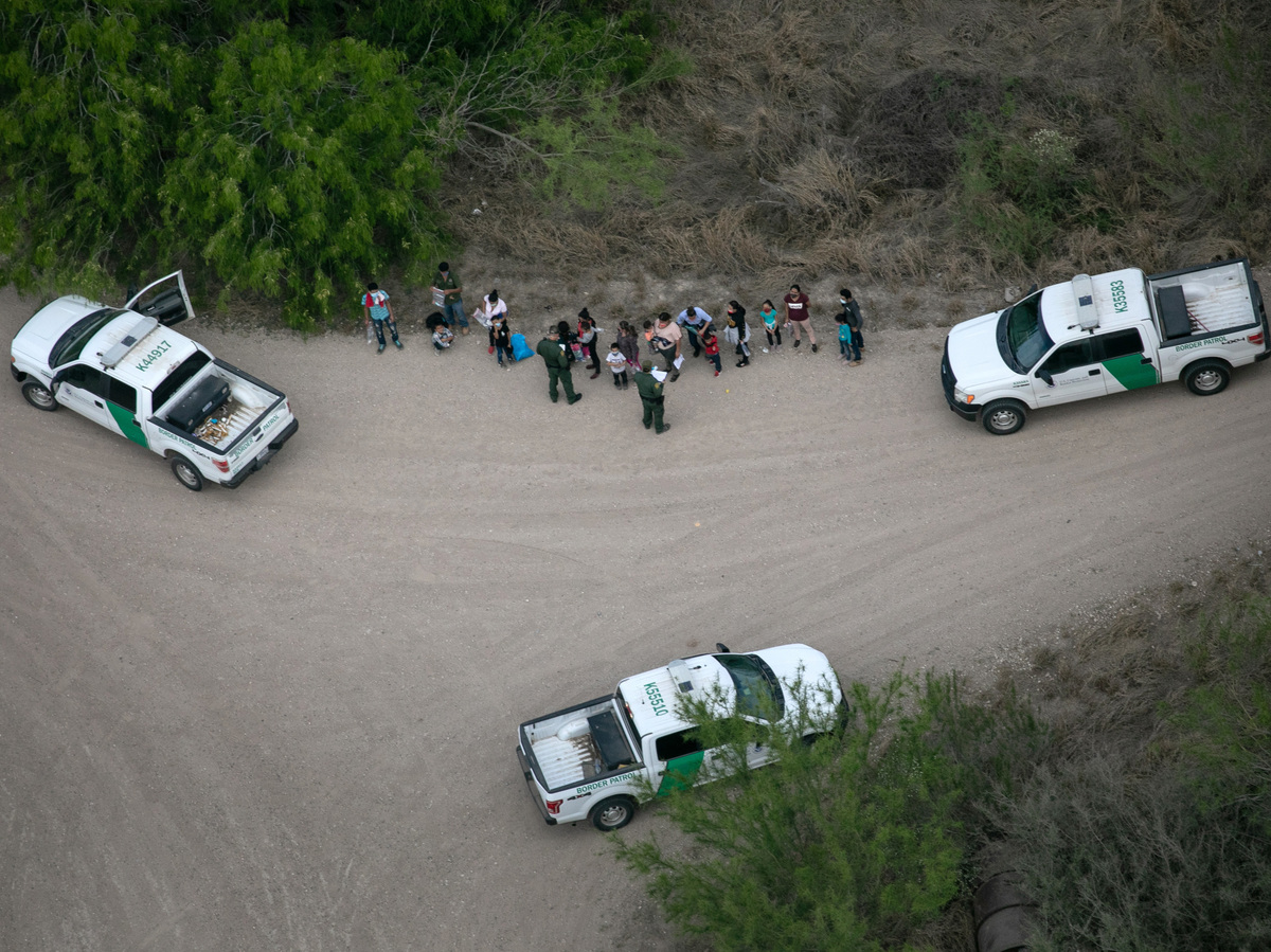 Texas authorities report new wave of migrants at southern border: NPR