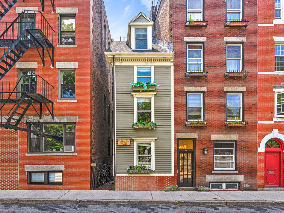 """The """"Skinny House"""" or the """"Spite House"""" is 10 feet wide at its widest. It's been sold for $1.25 million. (Atlantic Visuals)"""