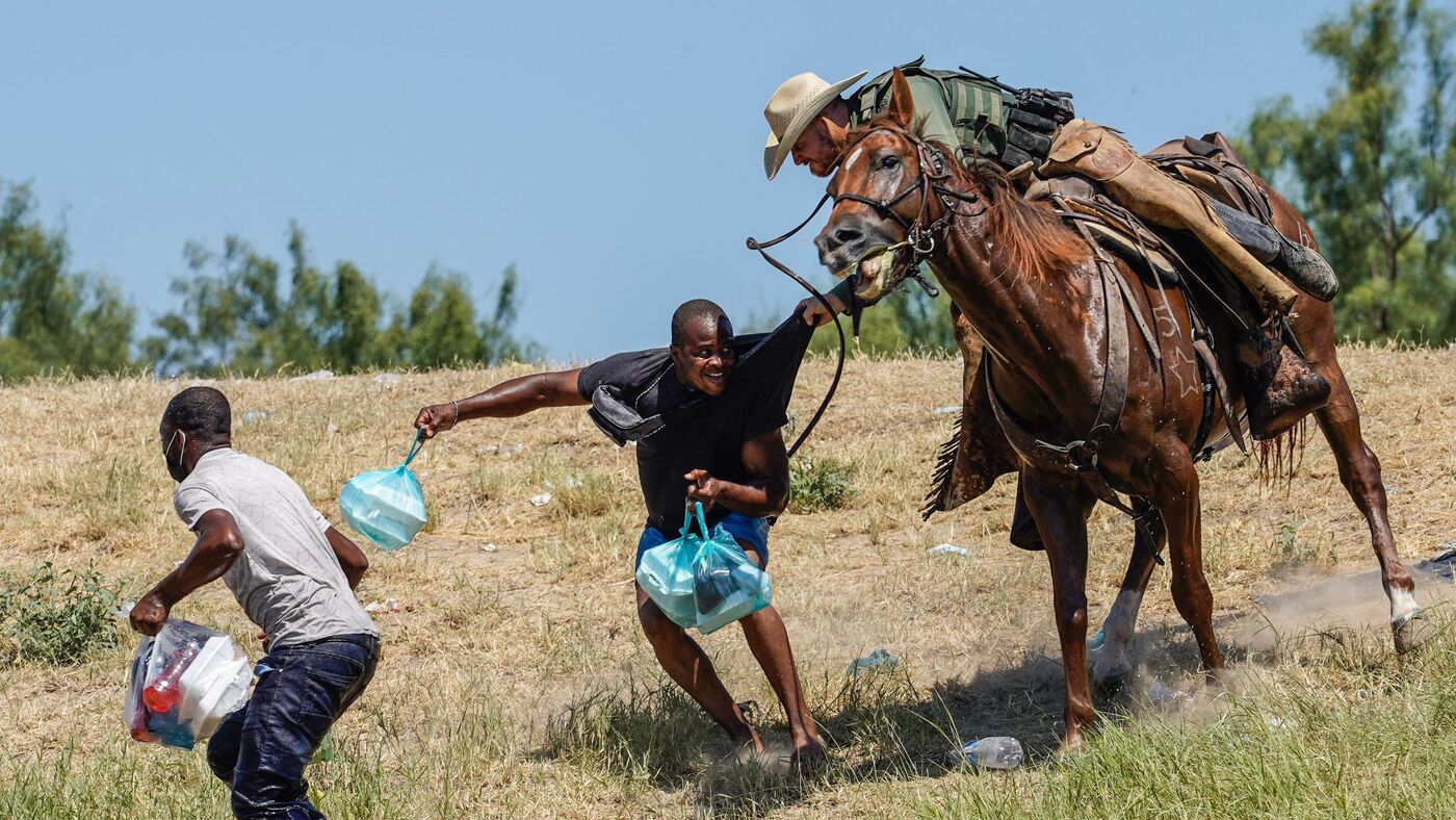 U.S. Border Agents Chased Migrants On Horseback. A Photographer Explains What He Saw – NPR