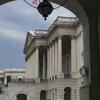 Giới hạn Nợ và Sự đóng cửa của Thượng viện chia sẻ một lịch sử.  Cả hai đều được sinh ra với một cuộc chiến