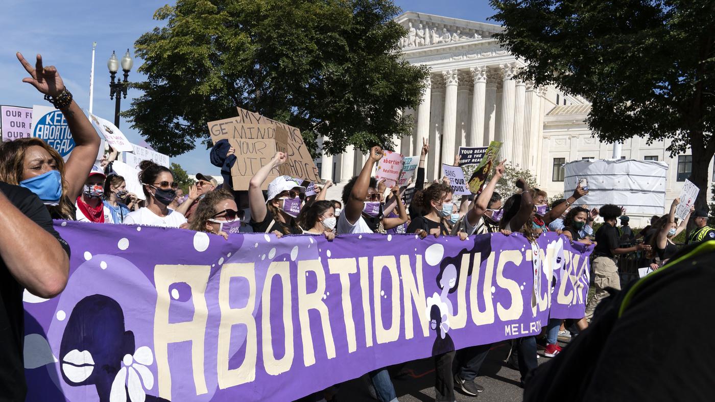 Biden lifts abortion referral ban on family planning clinics – NPR