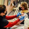 Ante la pérdida de su trabajo, incluso los más indecisos se vacunan