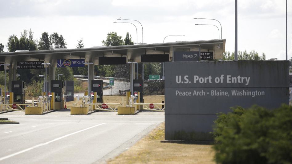 A U.S. port of entry in Blaine, Wash., at the U.S.-Canada border, is seen on Aug. 9. (Jason Redmond/AFP via Getty Images)