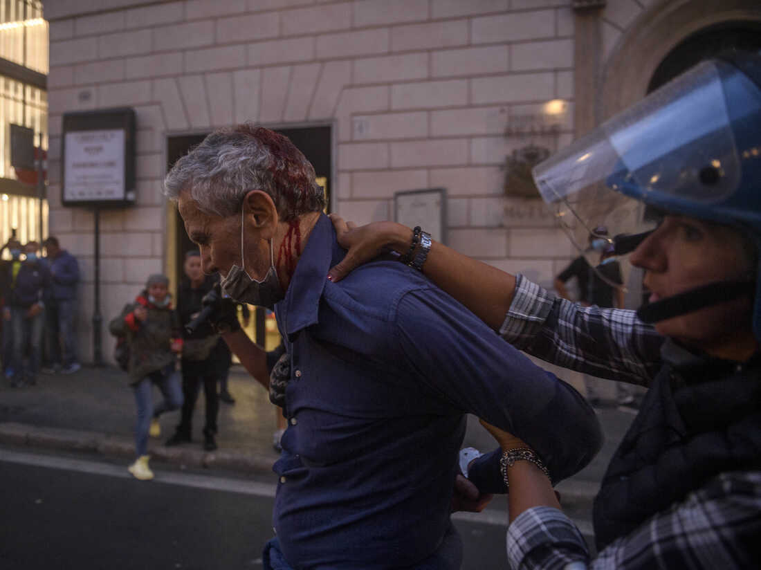Pelosi's trip to Rome was disrupted by violent anti-vaccine mandate protests 3