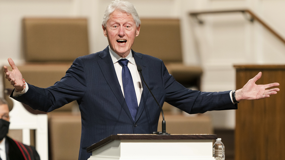 """Former President Bill Clinton hospitalized but """"on the mend"""": NPR"""