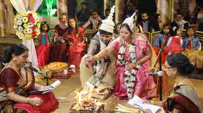 Hindu priestesses fight the patriarchy, one Indian wedding at a time