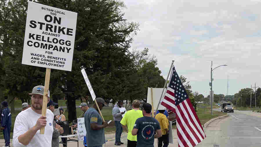 A two-tier wage system roiled the auto industry. Workers today say no way