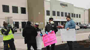 Amazon warehouse workers on Staten Island push for union vote