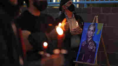The fatal shooting of Halyna Hutchins is prompting calls to ban real guns from sets