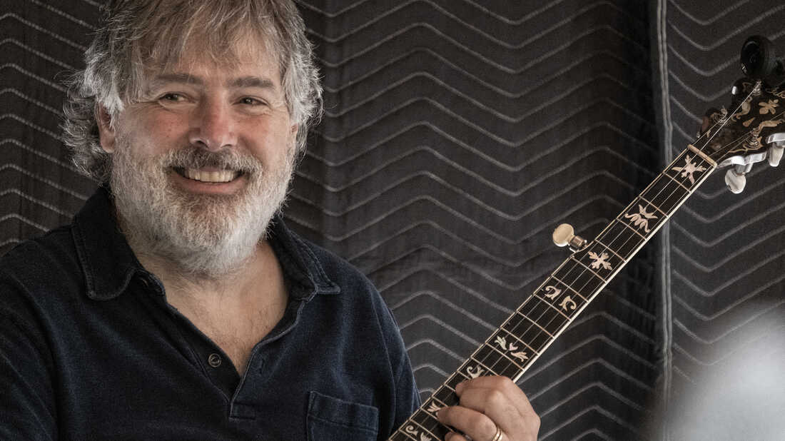 Béla Fleck goes back to bluegrass, his first musical love