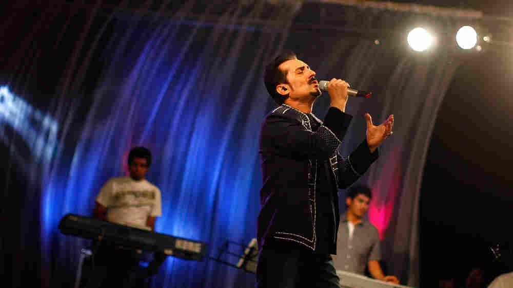 Singer Farhad Darya