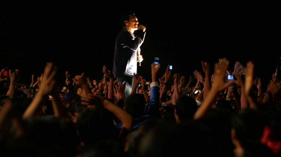Darya's free show drew thousands of fans for his concert.