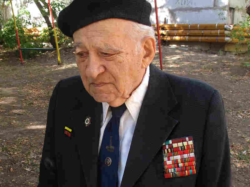 Gamlet Dallokian, 90, was a young lieutenant in the battle of Stalingrad