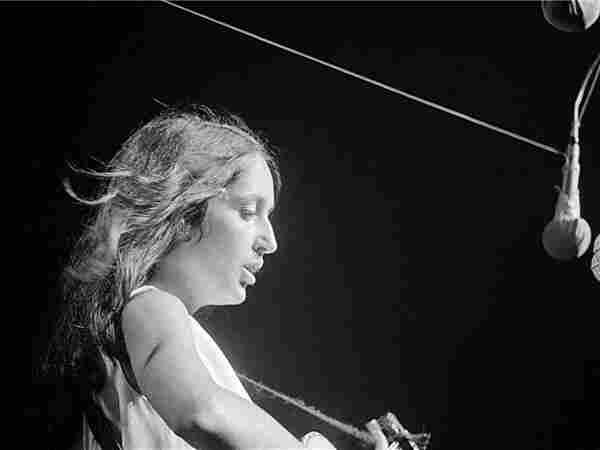 Joan Baez; credit: Rowland Scherman.