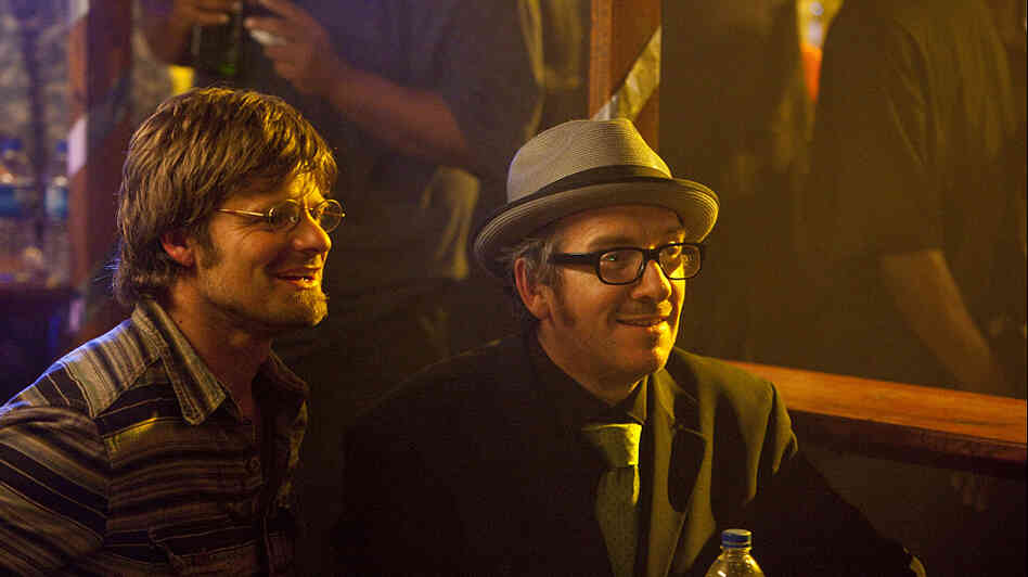 Steve Zahn as Davis McAlary, with Elvis Costello