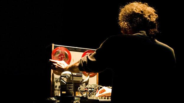 Twi Harper performs at the 2009 High Zero Festival.