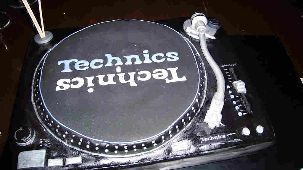 Technics 1200 cake; credit: Scott Schiller / flickr.com