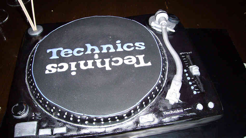 Technics 1200 cake; credit: Scott Schiller / flickr.com
