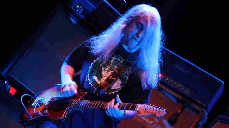 Dinosaur Jr. In Concert