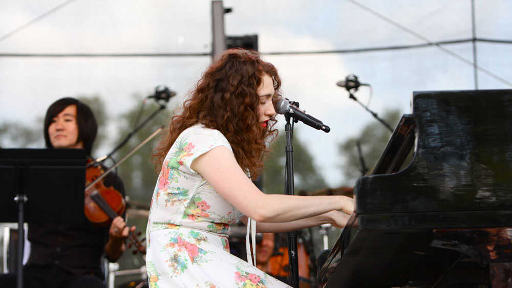 Bonnaroo 2010: Regina Spektor In Concert