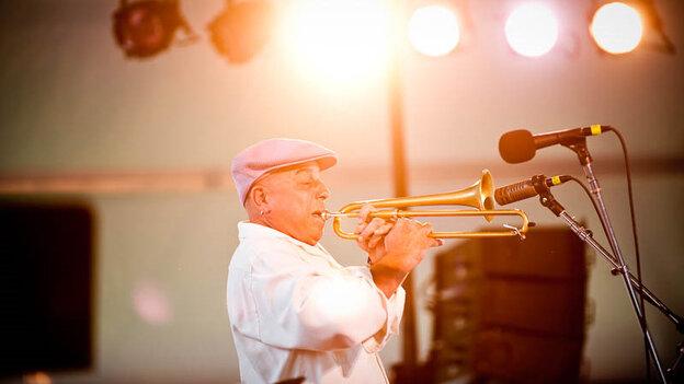 Steven Bernstein performs at Newport Jazz.