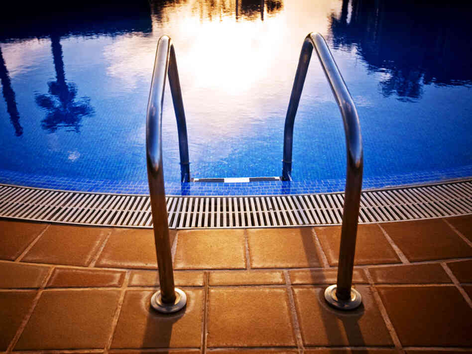 the steps leading into a pool