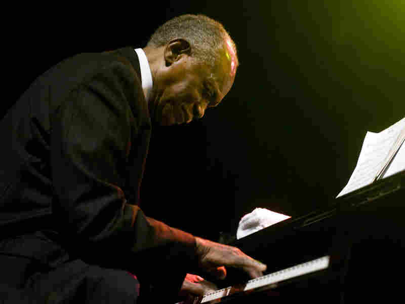 Pianist Hank Jones and his late brothers Thad and Elvin will be honored at the  Detroit Jazz Fest.
