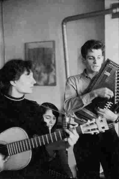Mike Seeger plays the autoharp and sings as guitarist and future-wife Alice Gerrard accompanies him.