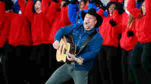 Garth Brooks Returns To The Stage