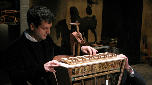 Edoardo Zanon built and plays the first modern harpsichord-viola.