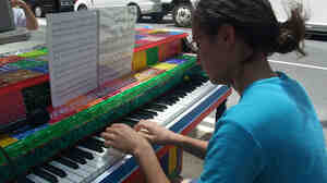"""Play Me I'm Yours"" attracts participants on the city streets."
