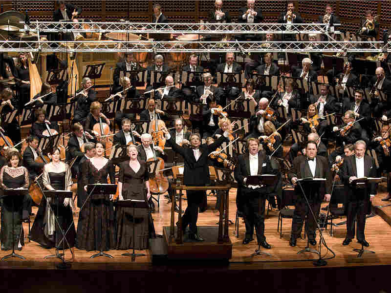 Michael Tilson Thomas conducts the San Francisco Symphony