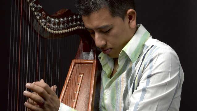Edmar Castaneda Trio With Joe Locke On JazzSet