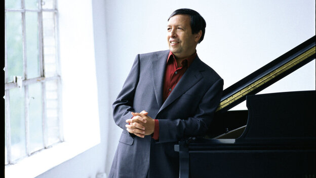 Murray Perahia at the piano.